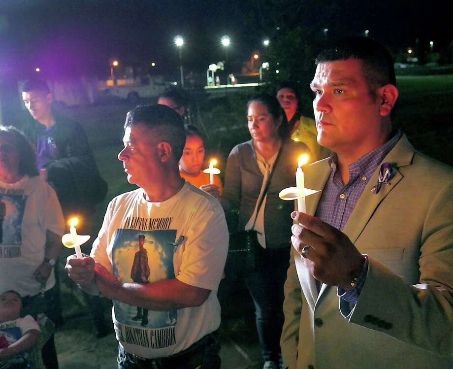 District 1 Council Member Rudy Gonzalez and PILLAR hosted the 8th Annual Candlelight Vigil for World Suicide Prevention Day on Monday, September 10, 2018 at Independence Hills Park. Purple ballons were released and a candlelight vigil was held in honor of victims of suicide and to raise awareness about suicide prevention. Photo: Cuate Santos / Laredo Morning Times / Laredo Morning Times