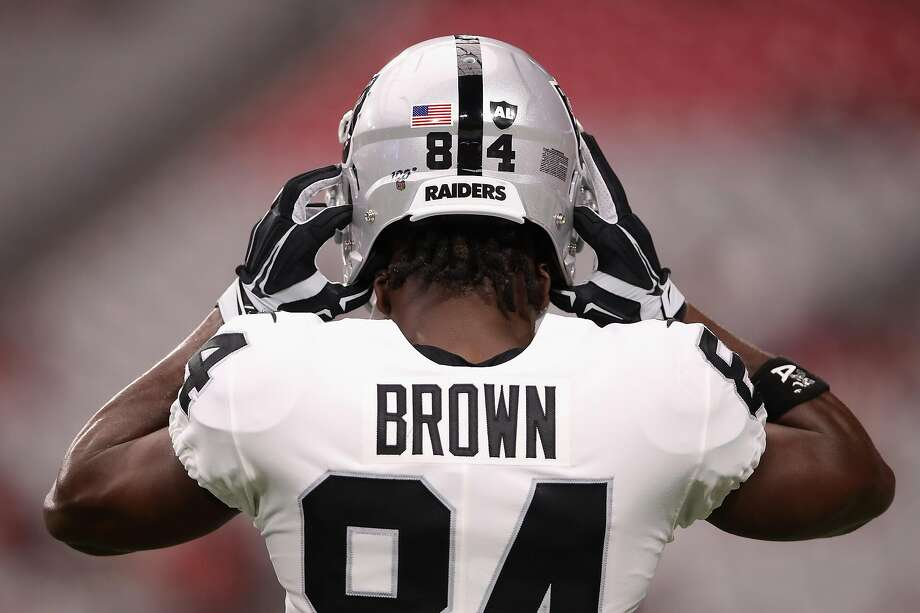 GLENDALE, ARIZONA - AUGUST 15:  Wide receiver Antonio Brown #84 of the Oakland Raiders adjusts his helmet before the NFL preseason game against the Arizona Cardinals at State Farm Stadium on August 15, 2019 in Glendale, Arizona. Photo: Christian Petersen, Getty Images