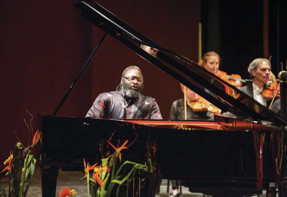 Pianist Awadagin Pratt will be featured during the combined SIUE and SIUC orchestra performance