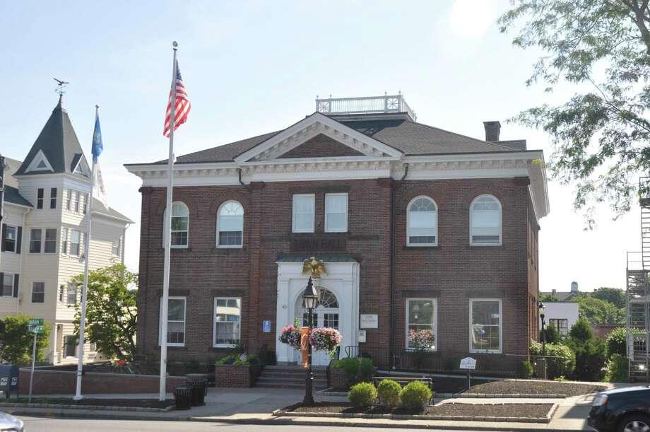 Ridgefield Town Hall Photo: Macklin Reid / News@theridgefieldpress.com