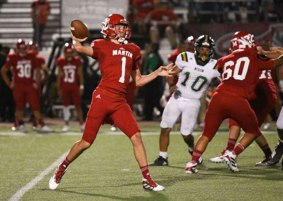 Martin sophomore quarterback Gerardo Cham threw for 171 yards and a touchdown in a win over Carrizo Springs Friday. Photo: Danny Zaragoza /Laredo Morning Times