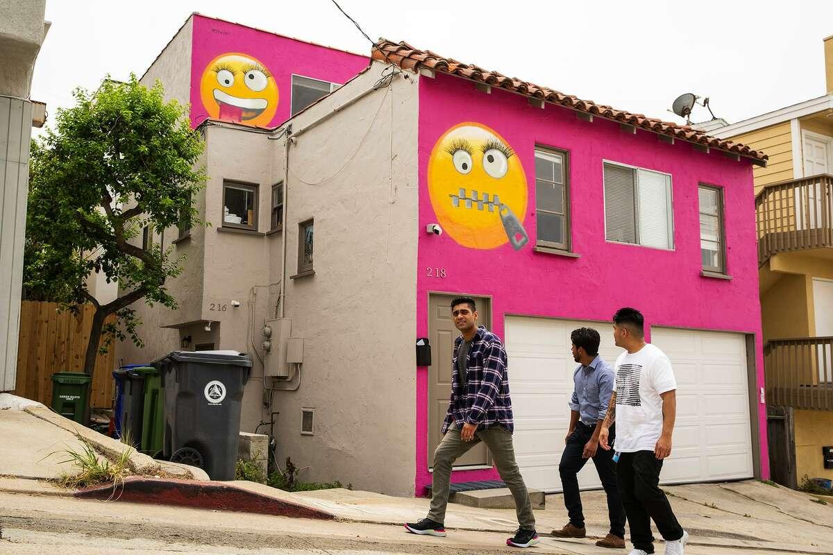 The so-called emoji house in Manhattan Beach. Calif..(Kent Nishimura/Los Angeles Times/TNS)