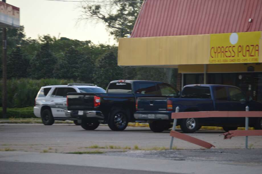 Orange Police investigate a robbery on the 1600 block of Park Street in Orange on Sunday. Photo: Photo Provided By Eric Williams