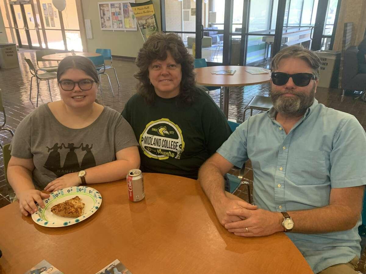 MC: Elizabeth Hilbert, from left, Karen Hilbert and Jeff Hilbert