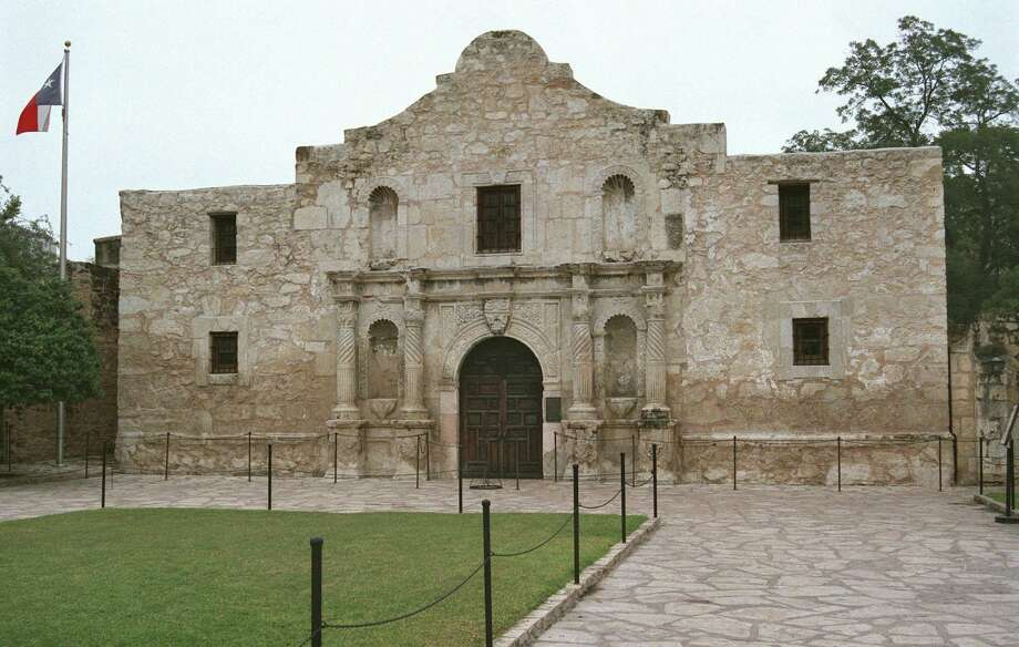 Claiming that sacred remains at the Alamo are not being adequately protected in an ongoing state project at the old mission, a Native American group has filed a lawsuit against San Antonio, the Texas General Land Office and two other parties. Photo: Tom Reel /Staff File Photo / SAN ANTONIO EXPRESS-NEWS