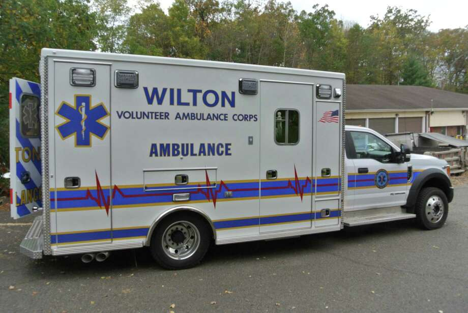 A Ridgefield resident offers his thanks to Wilton police and EMS responders who assisted him after a car accident. Photo: Jeannette Ross / Hearst Connecticut Media / Wilton Bulletin