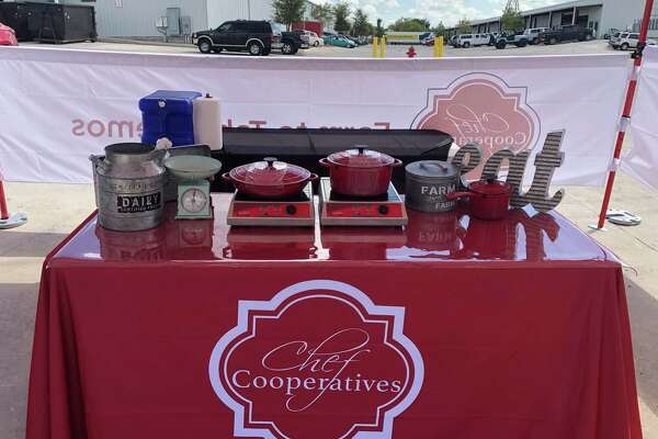 Chef Cooperatives launches cooking demo booth at Pearl Farmers Market