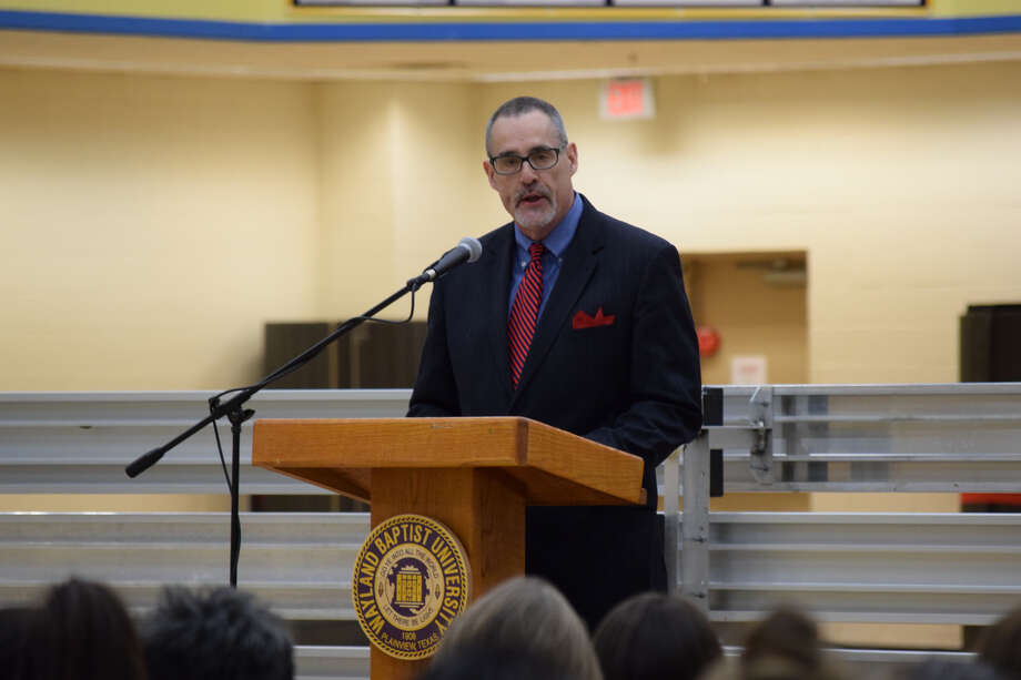 Guest Speaker Doug Hensley, associate regional editor and director of commentary for the Lubbock Avalanche-Journal and the Amarillo Globe-News, talks about the impact of United Way while encouraging support. Photo: Ellysa Harris/Plainview Herald