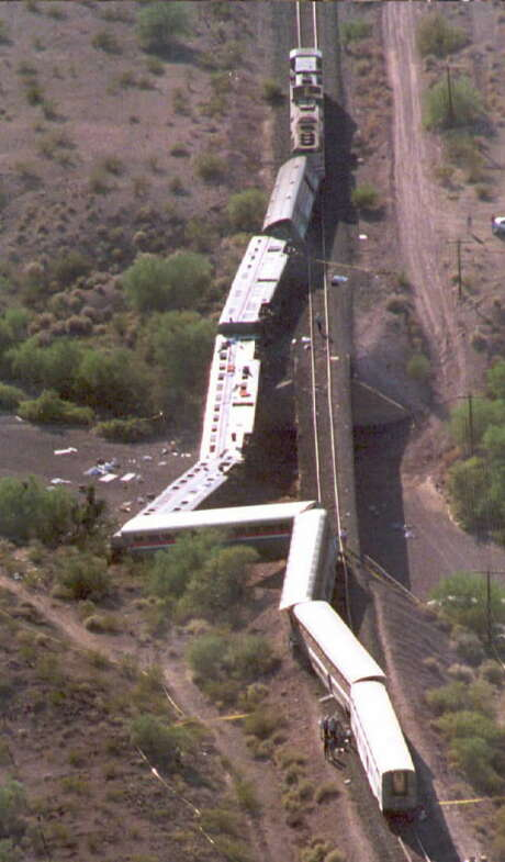 Rescue workers and vehicles assist at the site of the Amtrak Sunset Limited train after it derailed 60 miles southwest of Phoenix in 1995. Photo: MIKE NELSON/AFP/Getty Images