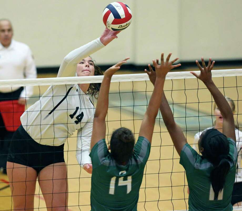 Junior middle blocker Elise McGhee, left, led Clark to victories over No. 5 Brandeis and Taft. Photo: Tom Reel / Staff Photographer / 2019 SAN ANTONIO EXPRESS-NEWS