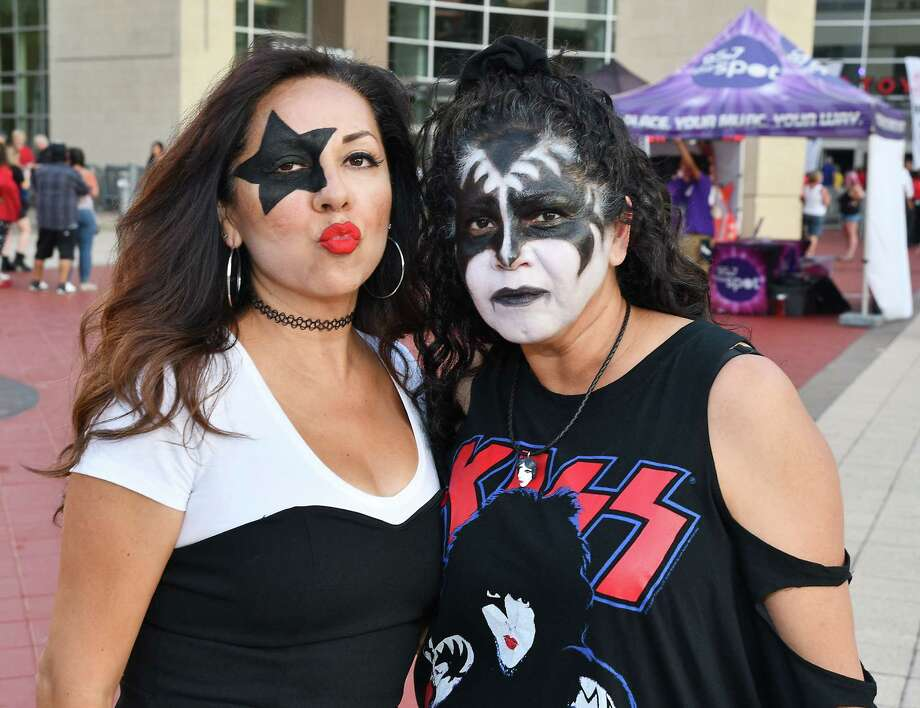 Fans outside the Kiss concert at the Toyota Center Monday Sept. 09,2019.(Dave Rossman Photo) Photo: Dave Rossman, Contributor / 2019 Dave Rossman