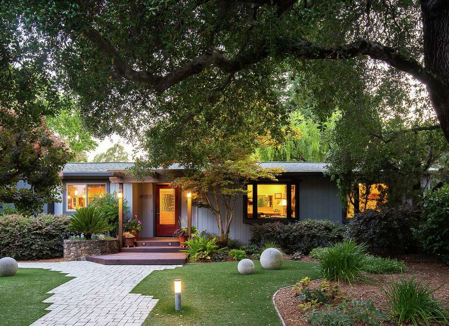 19202 Twin Oaks Lane in Sonoma is a two-bedroom, two-bathroom custom home set on more than half an acre. Photo: Meredith Gilardoni Photography