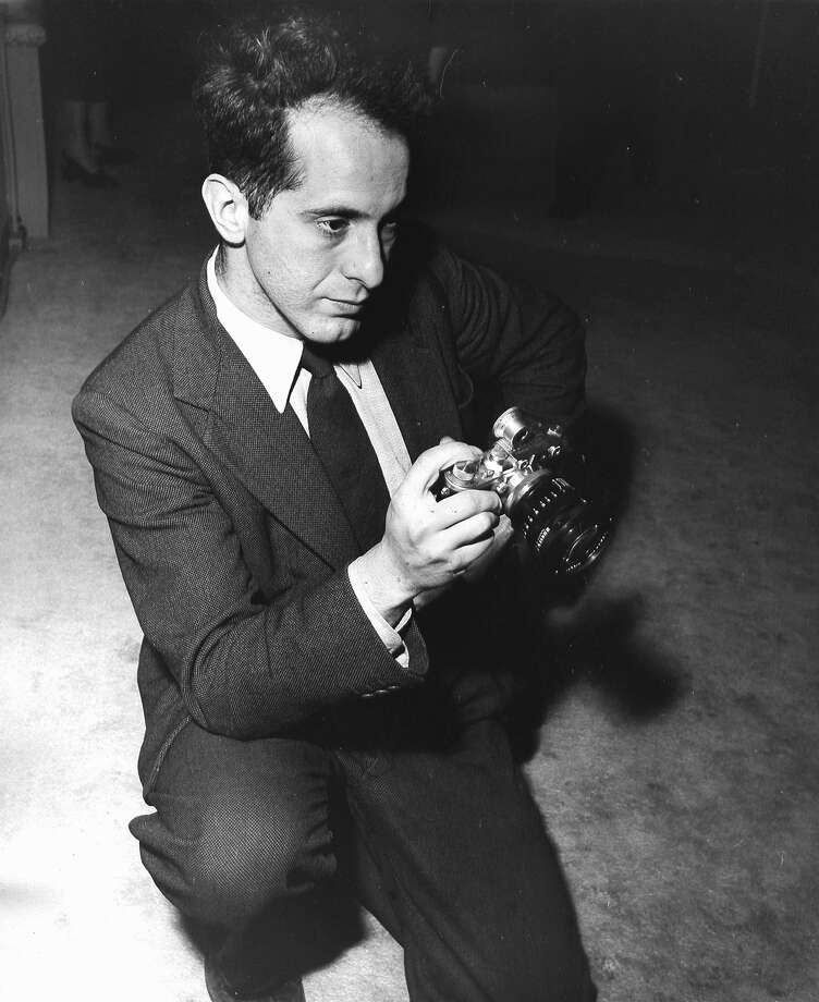 American photographer Robert Frank holding a pre-war Leica camera, 1954. (Photo by Fred Stein Archive/Archive Photos/Getty Images) Photo: Fred Stein Archive/Getty Images