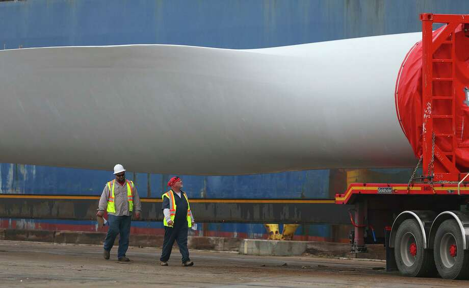 Giant wind turbine blades are offloaded from a freighter. Wind energy is the fastest growing source of electricity in Texas, with the federal government expecting it to grow nearly 50 percent between 2017 and 2020. Photo: John Davenport, Staff / San Antonio Express-News / ©San Antonio Express-News/John Davenport