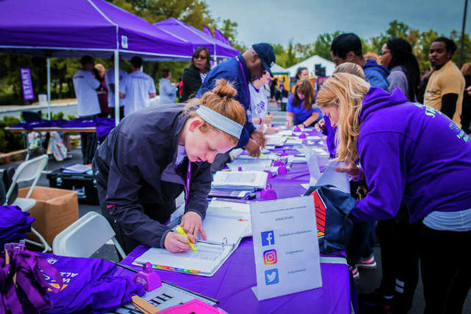 Participants register at the Edwardsville Walk to End Alzheimer's 2018 event held at SIUE. Photo: Courtesy Of Alzheimer's Association