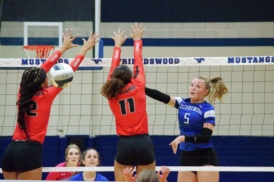 Friendswood's Ashlyn Svoboda (5) hits a shot past Clear Brook's Jade Taylor (12) and Kenedi Miller (11) Tuesday at Friendswood High School. Photo: Kirk Sides / Staff Photographer / © 2019 Kirk Sides / Houston Chronicle