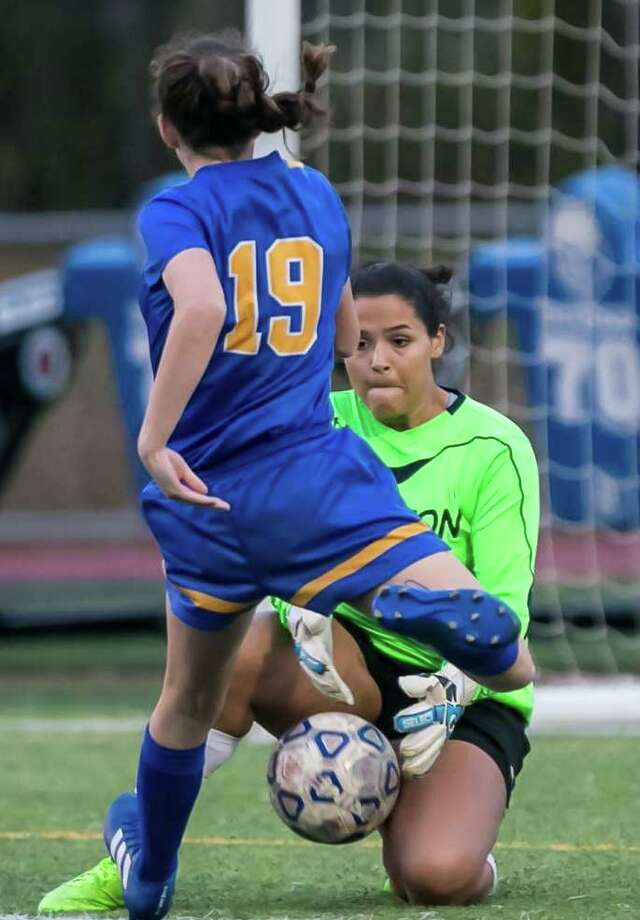 Arianna Malick returns in goal for Shelton, after the then junior was named Most Outstanding Player in the SCC tournament. Photo: John Vanacore / For Hearst Connecticut Media / Shelton Herald