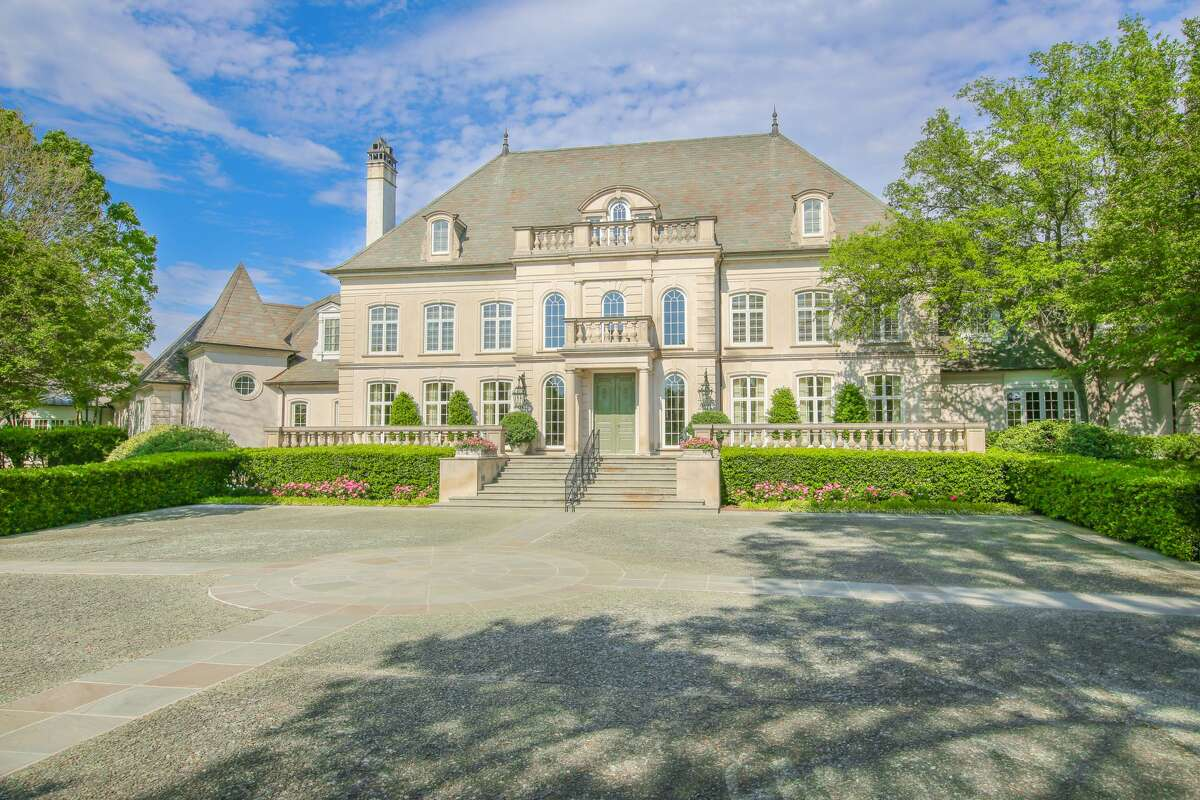 The 43-acre Texas estate of chicken magnate Bo Pilgrim goes up for auction on September 10, 2009, at 4 p.m. central standard time.