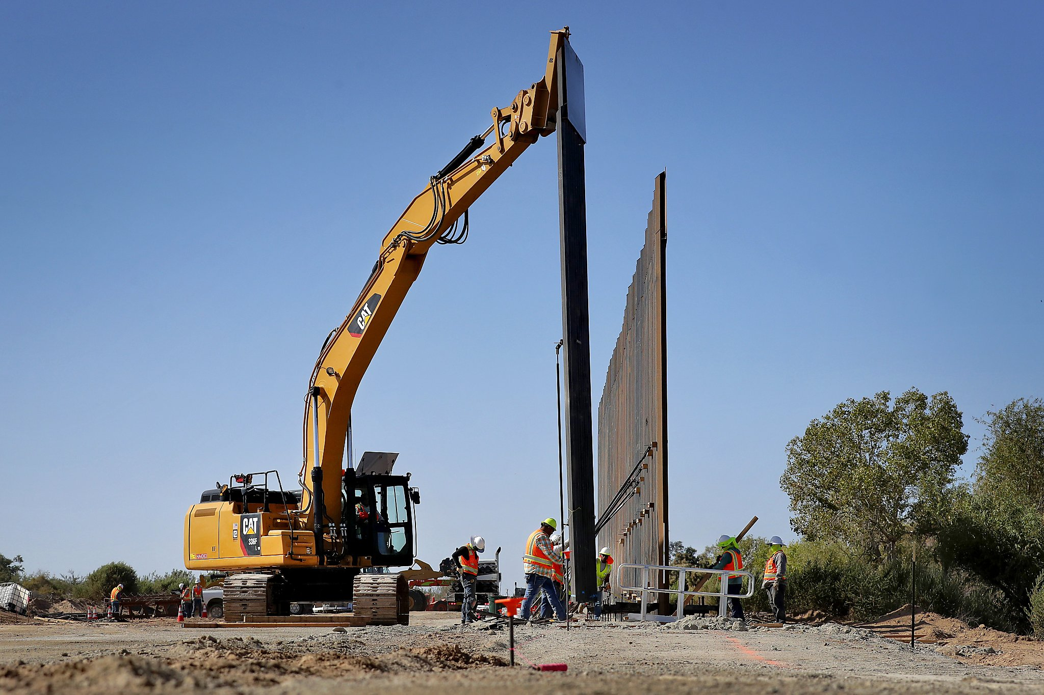 Laredo landowners meet regarding border wall to be built on their property