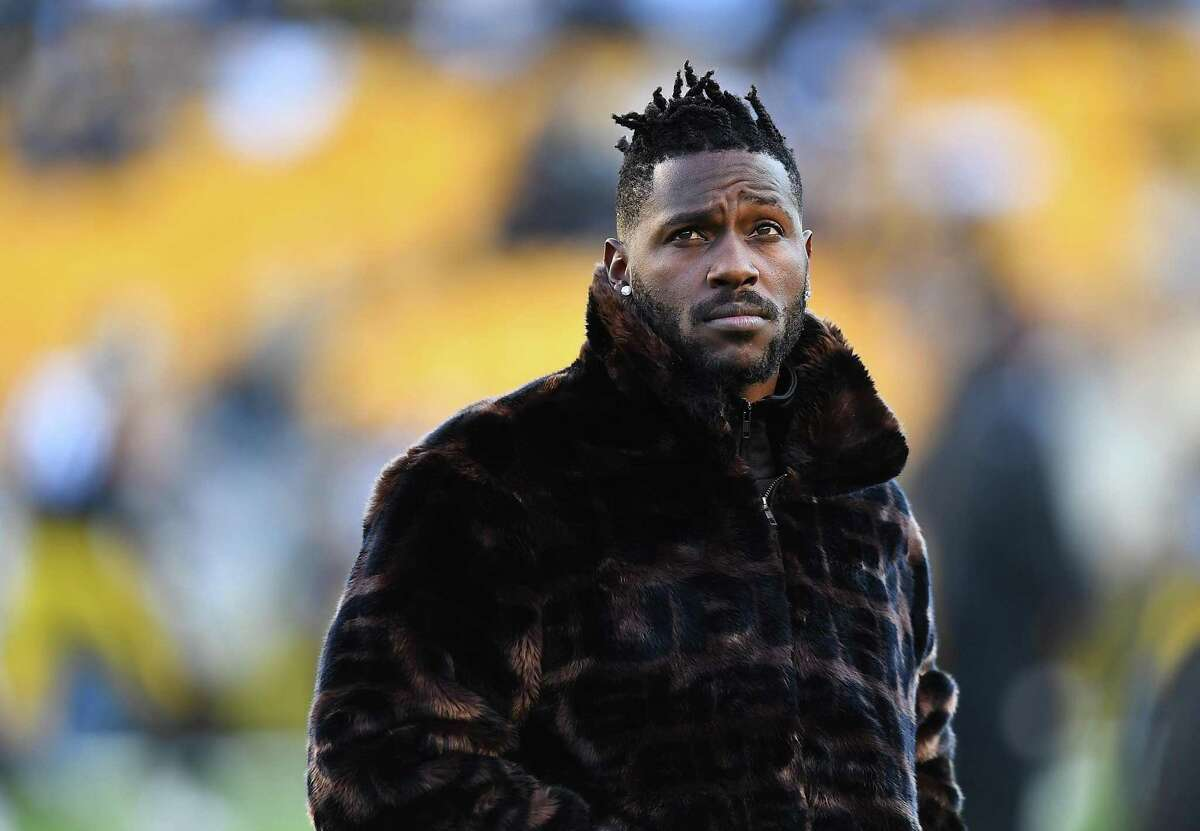 Antonio Brown #84 of the Pittsburgh Steelers looks on during warmups prior to the game against the Cincinnati Bengals at Heinz Field on December 30, 2018 in Pittsburgh, Pennsylvania.