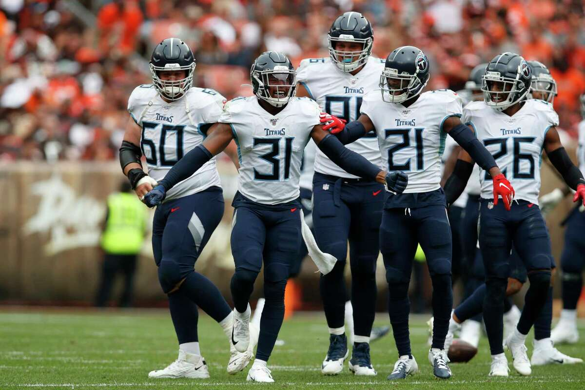 Indianapolis plus-3 at Tennessee Titans 26-17