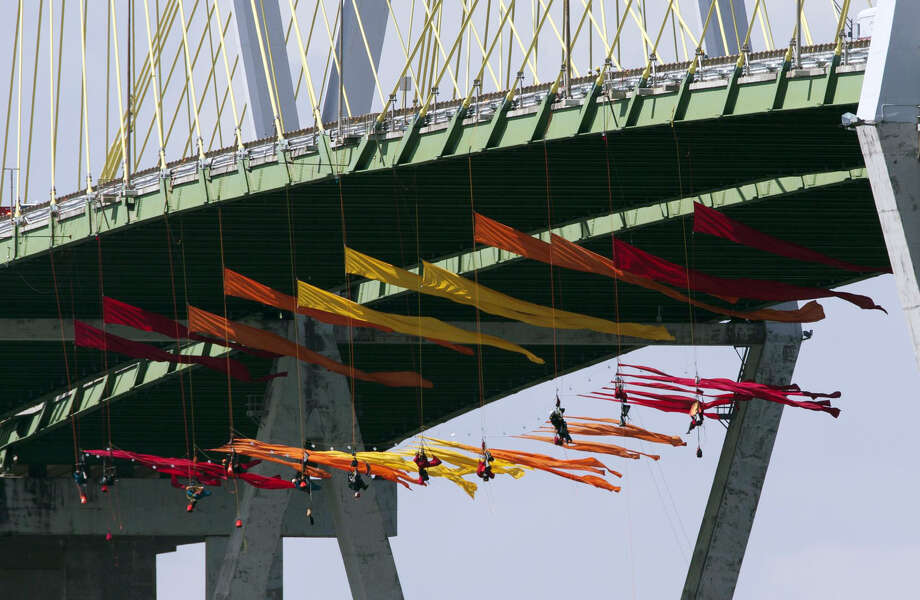 Eleven Greenpeace USA protesters are dangling from the northbound of the Fred Hartman Bridge to protest against the oil industry on Thursday, Sept. 12, 2019, in Baytown. Another 11 spotter for those protesters are sitting on the bridge. Protestors said they are intending to protest for 24 hours. Photo: Yi-Chin Lee/Staff Photographer