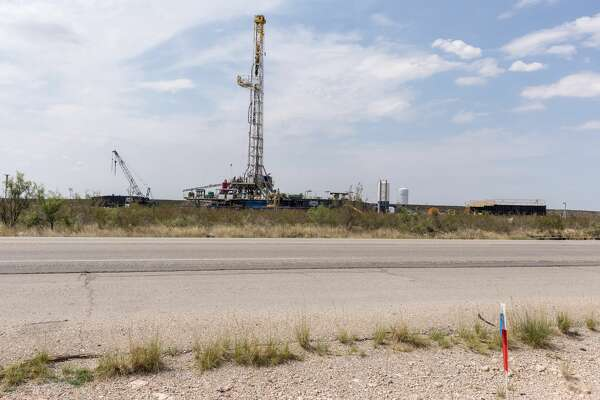 An oil drilling rig stands in Carlsbad, New Mexico, U.S., on Tuesday, Aug. 6. 2019. New Mexico's Governor Michelle Lujan Grisham is balancing her concern over the catastrophic effects of climate change with the state's extraordinary dependence on oil and gas. Photographer: Steven St John/Bloomberg
