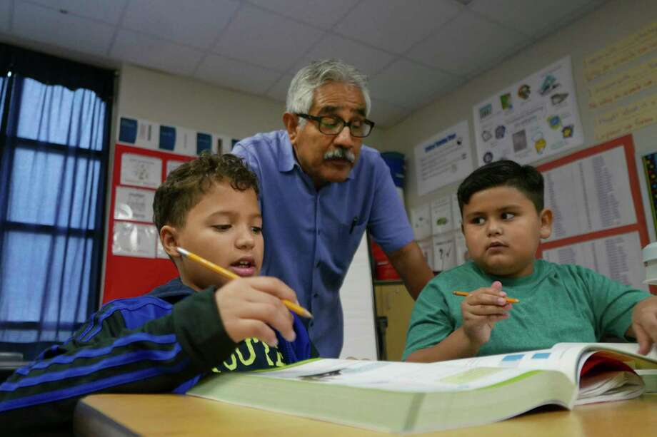 Diego Carmona, left, a student whose primary language is Spanish, and classmate Luis Fabela, whose primary language is English, work on an assignment in their dual language class taught by math and science teacher Silvestre Silguero at Hartman Elementary School in 2018. Photo: Billy Calzada / San Antonio Express-News
