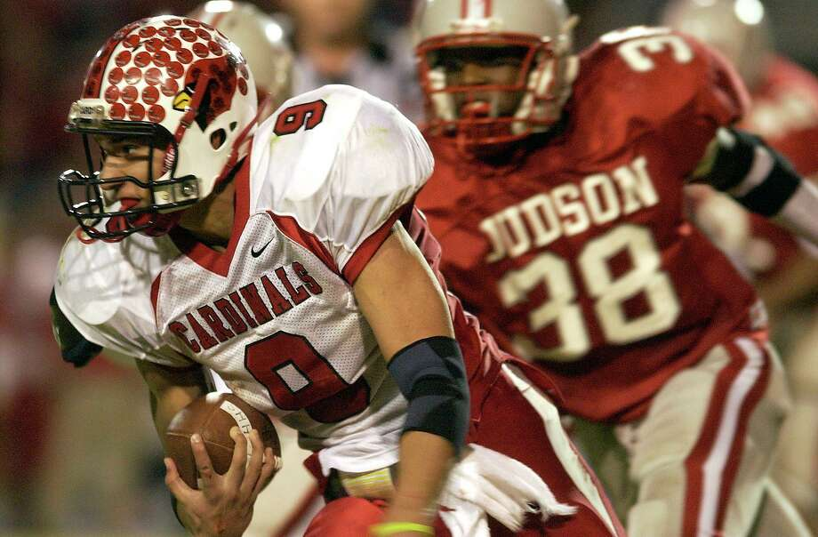 SPORTS: Harlingen quarterback Jacob Sanchez scrambles to avoid Judson linebacker Isaiah Carter during the Class 5A Region 4 championship game on Friday November 25, 2005 Javelina Stadium at Texas A&M Kingsville. Helen L. Montoya/Staff Photo: HELEN L. MONTOYA, STAFF / SAN ANTONIO EXPRESS-NEWS / SAN ANTONIO EXPRESS-NEWS