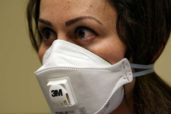 A nurse at the La Clinica San Antonio Neighborhood Health Center wears a N95 respiratory mask during a training session April 28, 2009 in Oakland, California. As the number of swine flu cases in the U.S. continues to rise, doctors and nurses at La Clinica's 26 facilities are being trained to use the N95 respiratory mask to be worn if they come in contact with a patient wo is suspected of having the swine flu or tuberculosis. (Photo by Justin Sullivan/Getty Images)