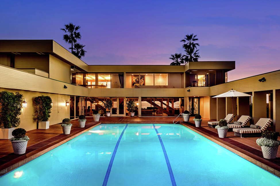 Weight loss guru Jenny Craig has sold her oceanfront compound in Del Mar, Calif., for $22 million, down from the original asking price of nearly $40 million. The rectangular estate was designed so that most rooms open to a central pavilion with a swimming pool and spa. The 7,625-square-foot compound includes a galley-style kitchen, ocean-view living areas, five bedrooms and 6.5 bathrooms. (Gary Kasl/TNS)