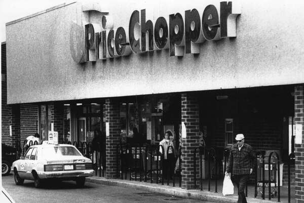 Exterior of Price Chopper grocery, Delaware Avenue, Albany, New York. October 06, 1988 (Paul D. Kniskern, Sr./Times Union Archive)