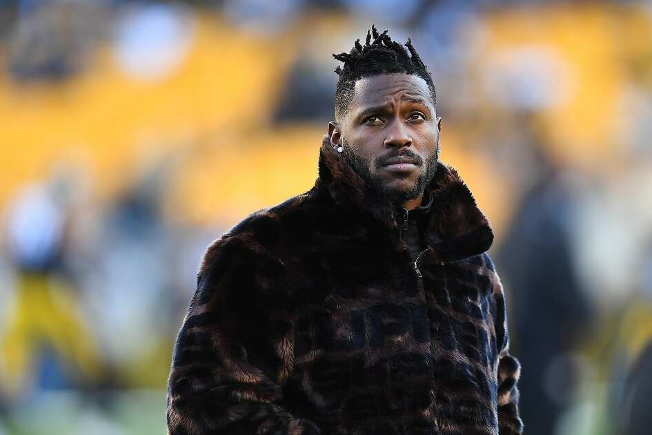PITTSBURGH, PA - DECEMBER 30: Antonio Brown #84 of the Pittsburgh Steelers looks on during warmups prior to the game against the Cincinnati Bengals at Heinz Field on December 30, 2018 in Pittsburgh, Pennsylvania. ~~