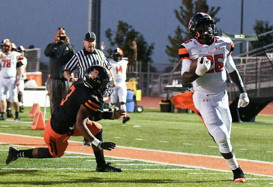 Edwardsville Justin Johnson jr. (26) runs in for a touchdown, out of the reach of DeKalb Cameron Grays (3) to open the scoring in the first quarter. Photo: David Toney|For The Intelligencer
