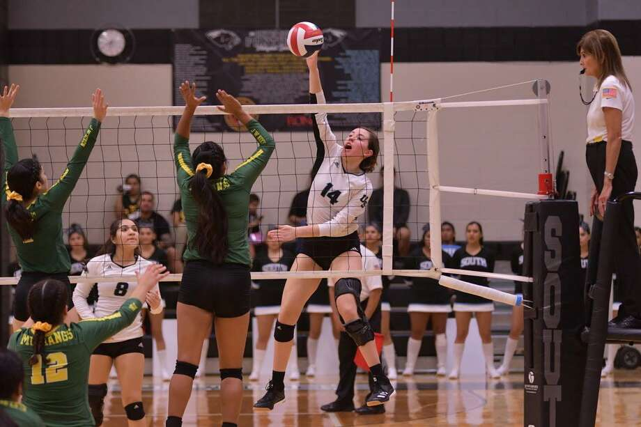 Ari Guerra had 14 kills Friday as United South opened district play with a 3-1 (21-25, 25-14, 25-15, 25-15). Photo: Hector Guerra /United South Athletics
