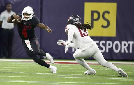Houston Cougars quarterback D'Eriq King (4) runs the ball against Washington State Cougars linebacker Jahad Woods (13) during the first half of the AdvoCare Texas Kickoff game at NRG Stadium, Friday, Sept. 13, 2019, in Houston.
