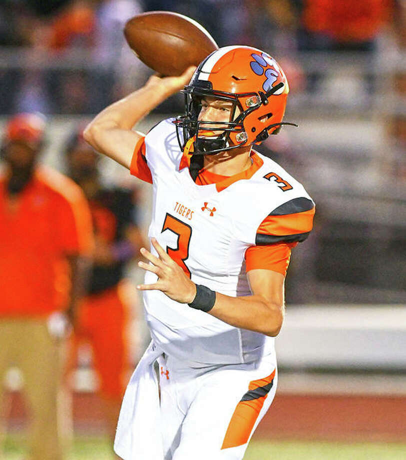 Edwardsville quarterback Ryan Hampton completes a pass in the first quarter of the Tigers' victory Friday night in DeKalb. Photo: David Toney / For Hearst Illinois