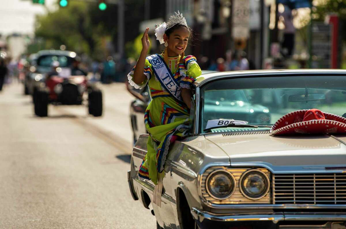 Miss Texas Jr. Teen World America, Anahi Gutierrez, waves to parade goers during the 39th annual West Side Diez y Seiz parade celebrates Mexico?•s Independence Day as well as the city?•s strong ties to Mexican culture on Saturday, Sept. 14, 2019. It?•s part of a daylong celebration across the city that will be capped off with a night time river parade headed by El Rey Feo.