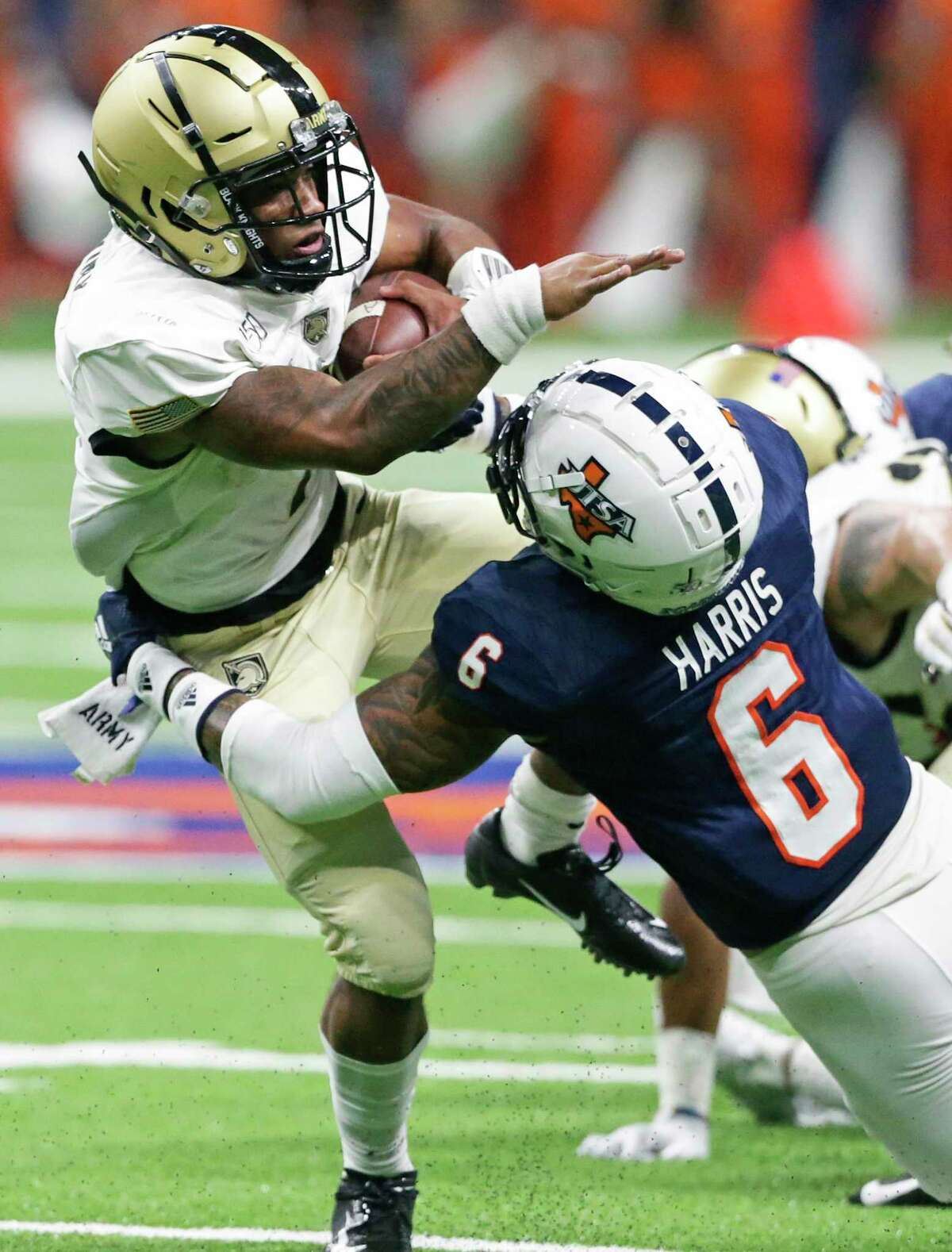 Army quarterback Jabari Laws tries to spin away from Runner tackler SaVion Harris as UTSA hosts Army at the Alamodome on Sept. 14, 2019.