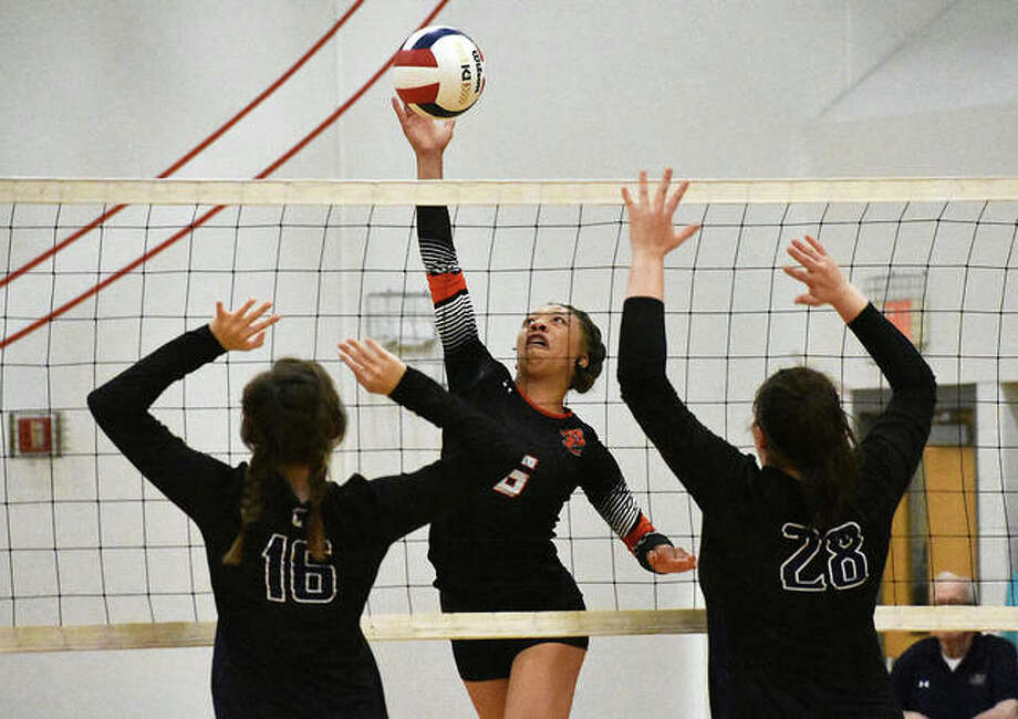 Edwardsville's Alexa Harris goes up for an attack during the third-place match against Breese Central. Photo: Matt Kamp|The Intelligencer
