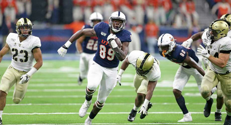 UT tight end Leroy Watson breaks for yardage late in the game as UTSA hosts Army at the Alamodome on Sept. 14, 2019. Photo: Tom Reel / Staff Photographer / 2019 SAN ANTONIO EXPRESS-NEWS
