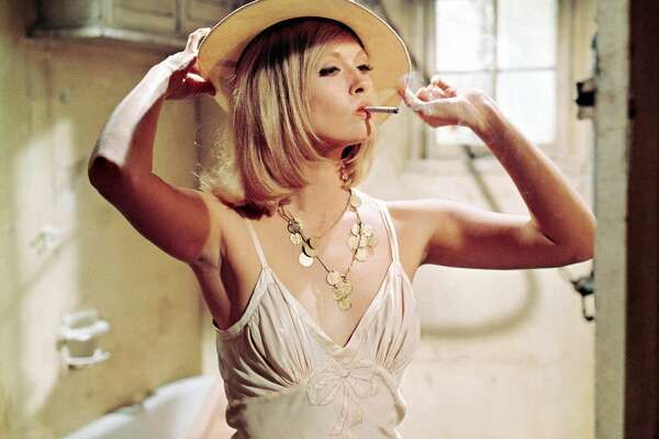 """American actress Faye Dunaway on the set of """"Bonnie and Clyde,"""" directed by Arthur Penn."""