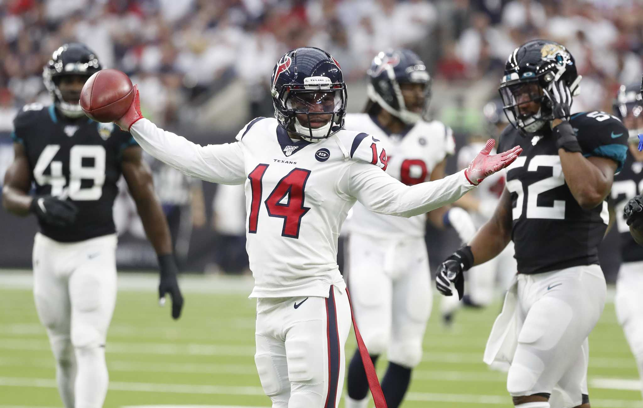 Win puts Texans in a dancing mood during Monday's workouts