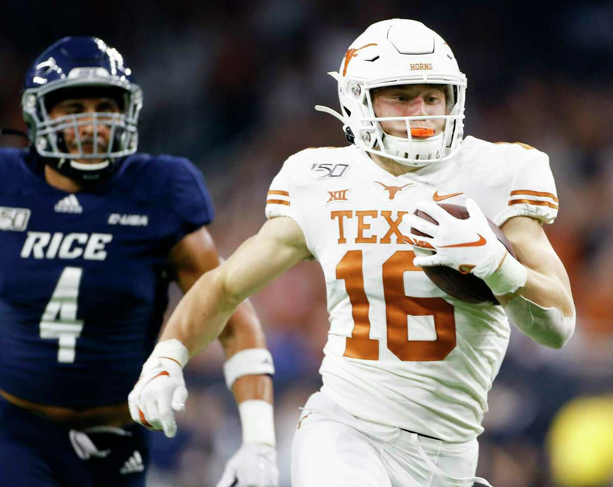 Texas freshman Jake Smith runs past Rice's Prudy Calderon for a 53-yard touchdown in the first quarter on Saturday. It was one of his two touchdowns and team-high six receptions.