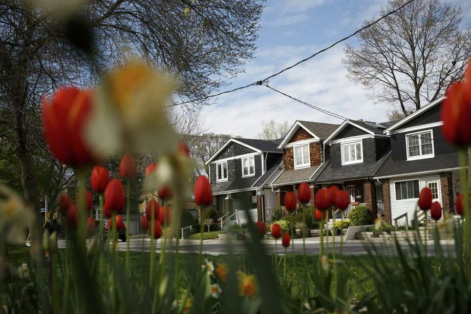 Houses in Toronto on May 11, 2017. Photo: Bloomberg Photo By Cole Burston. / © 2017 Bloomberg Finance LP