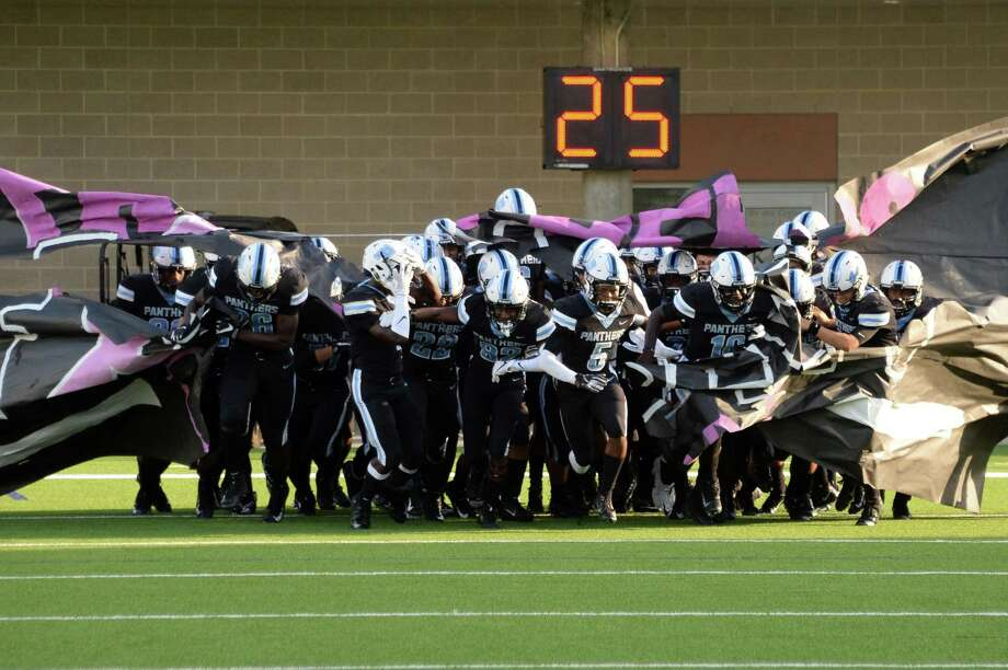 Paetow takes the field laPanthers and the Lake Creek Lions on Saturday, October 6, 2018 at Legacy Stadium, Katy, TX. Photo: Craig Moseley, Houston Chronicle / Staff Photographer / ©2018 Houston Chronicle