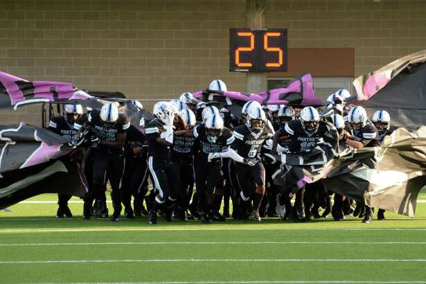 Paetow takes the field laPanthers and the Lake Creek Lions on Saturday, October 6, 2018 at Legacy Stadium, Katy, TX.