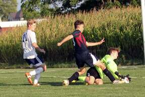 The Bad Axe Hatchets traveled to Unionville-Sebewaing on Monday and left with a 4-1 victory.