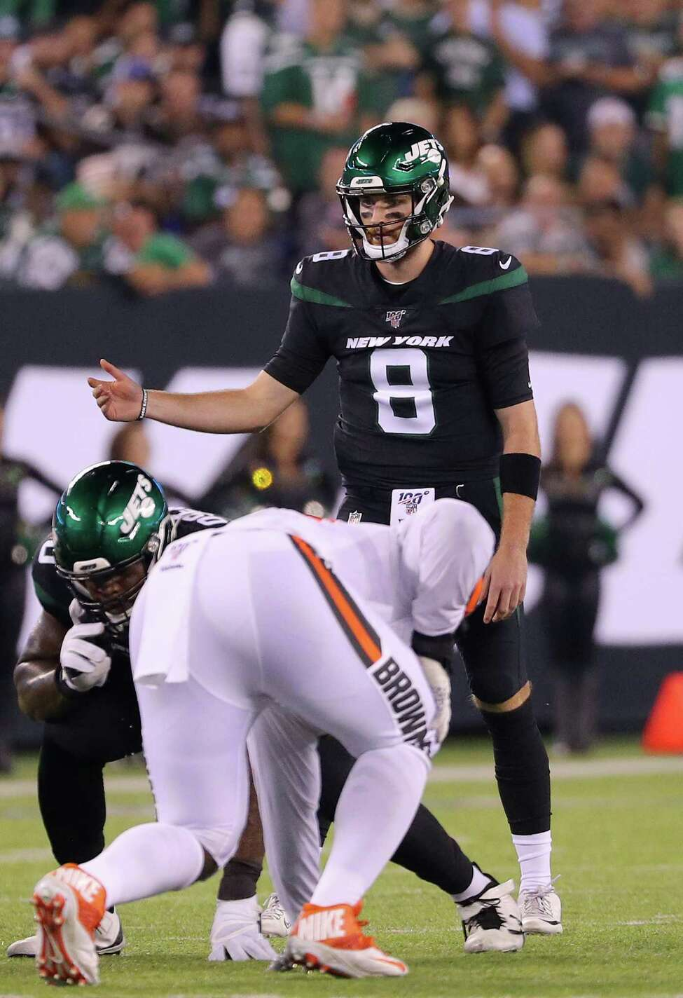 EAST RUTHERFORD, NEW JERSEY - SEPTEMBER 16: Luke Falk #8 of the New York Jets signals at the line before the snap in the second quarter against the Cleveland Browns at MetLife Stadium on September 16, 2019 in East Rutherford, New Jersey. (Photo by Mike Lawrie/Getty Images)