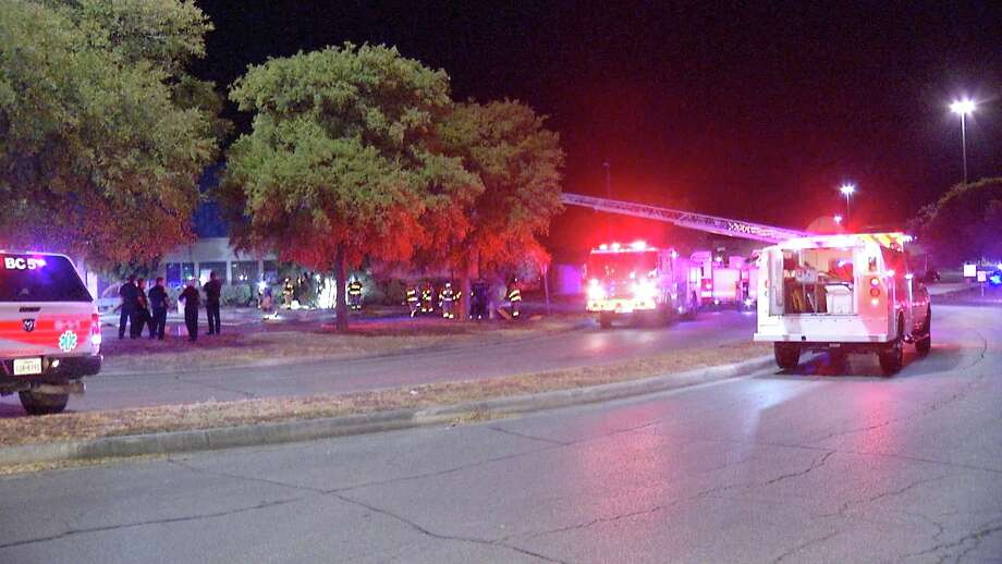 SAFD responds to late night fire at IHOP. Photo: Ken Branca